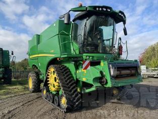John Deere S785 Level Land Combine