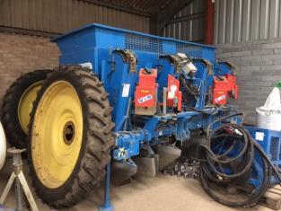 T508915A - Standen SP400 4 Row Potato Planter