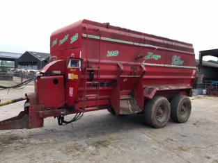 TC000210 - 2014 King 20 Cubic metre Trailed Feeder