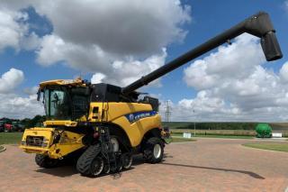 New Holland - CR9090 COMBINE
