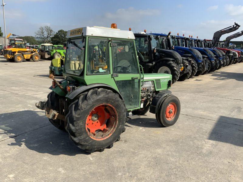 Fendt 250 Vineyard Narrow Tractor (ST11295)