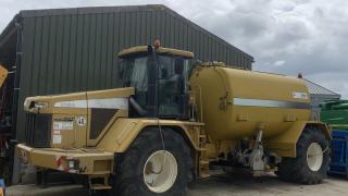 Terra-gator 3104 c/w 3300 Gallon Slurry Tanker