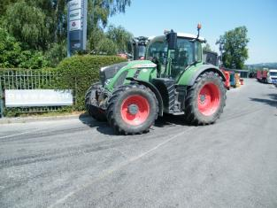 Used Fendt 724 Vario S4 tractor