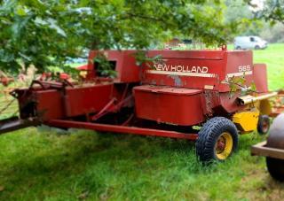 T8009094 New Holland 565 Conventional Baler