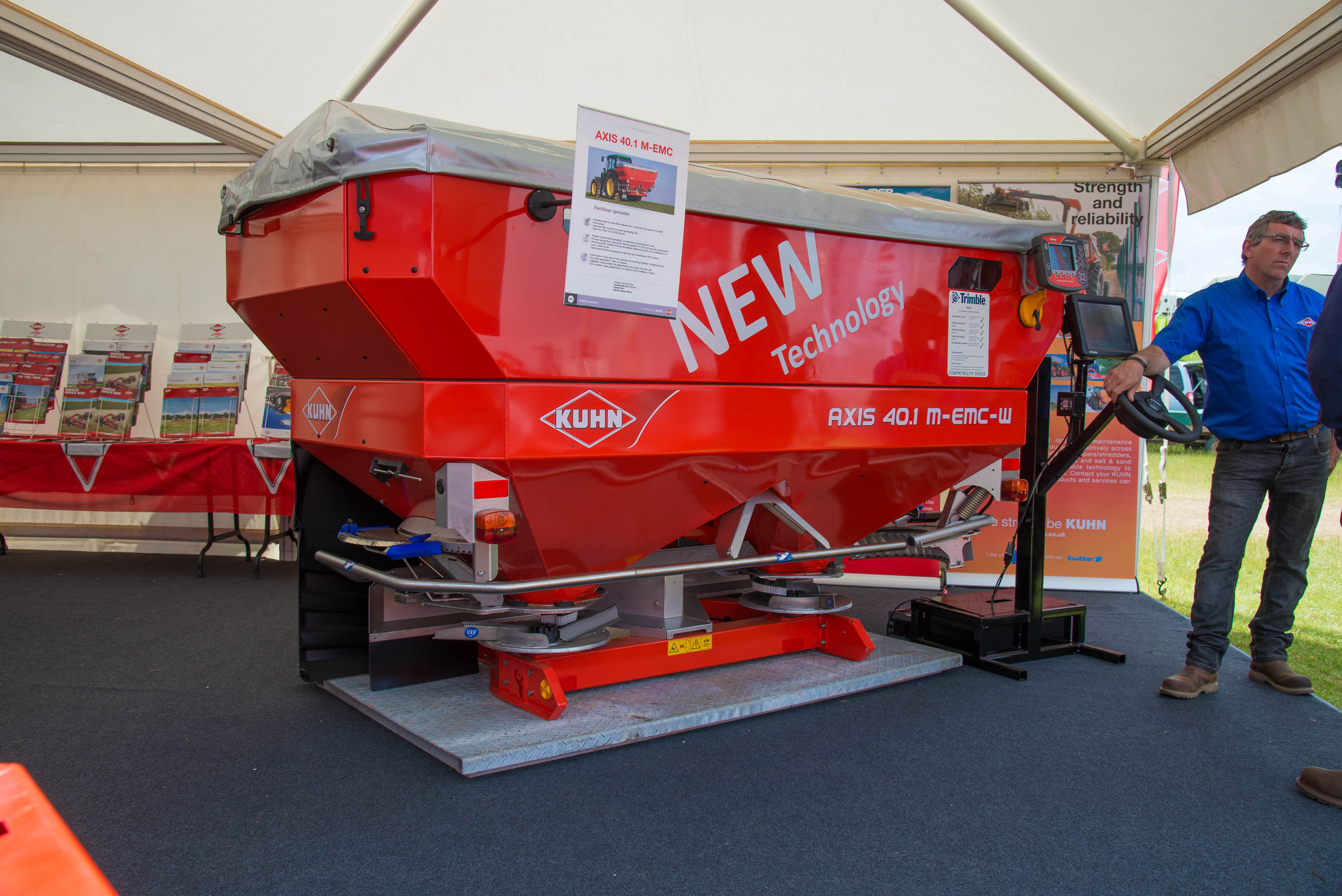 Kuhn EMC mechanical drive fertiliser spreadersKuhn EMC mechanical drive fertiliser spreaders